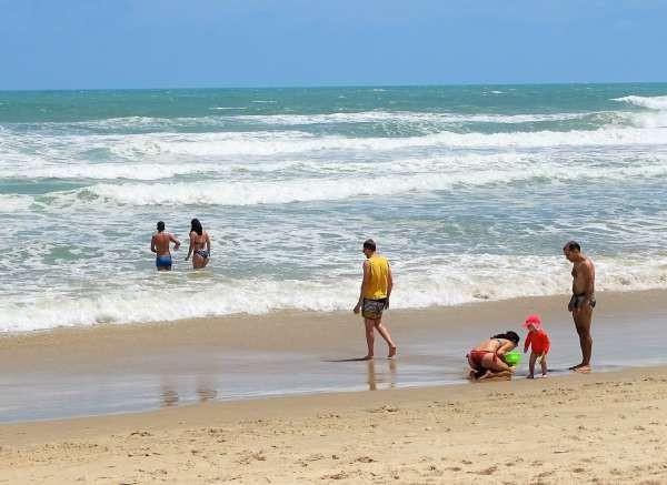 Apenas quatro praias estão próprias para banho em Fortaleza no fim de semana
