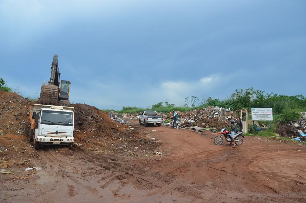 -  Materias são retirados para desativação definitiva  Foto: Rogério Aderbal/G1