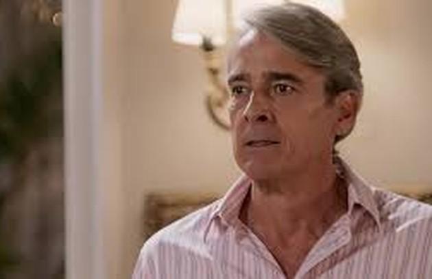 Na segunda-feira (1º), Quinzão (Alexandre Borges) descobrirá que Mercedes (Totia Meireles) retirou todos os investimentos do banco. (Foto: TV Globo)