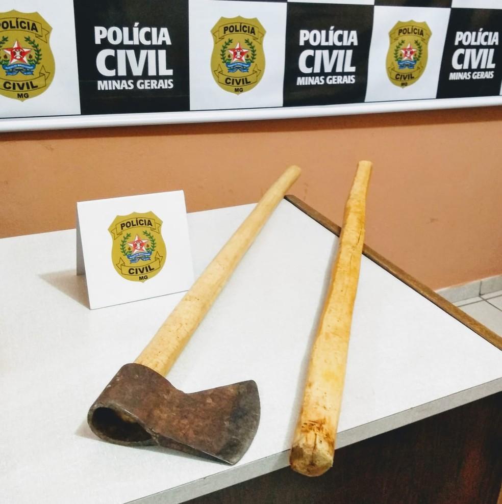 Homem preso mostrou para os policiais onde estavam o macho e o cabo usados no crime. — Foto: Polícia Civil / Divulgação