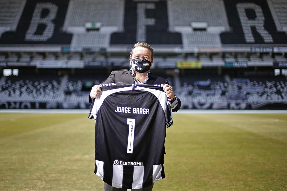 CEO Jorge Braga acompanha contratações — Foto: Vitor Silva/Botafogo