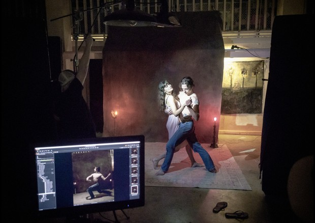 Behind the scenes of the Pirelli Calendar shoot with Laetitia Casta and Sergei Polunin. (Foto: Courtesy Photo)