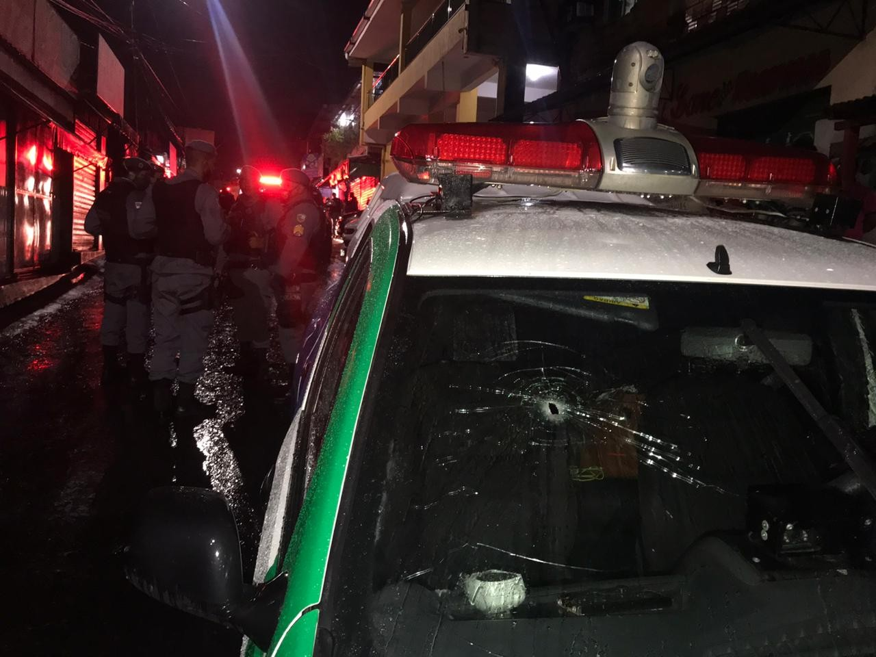 Trio suspeito de cometer assaltos é morto durante confronto com policiais na Zona Norte de Manaus