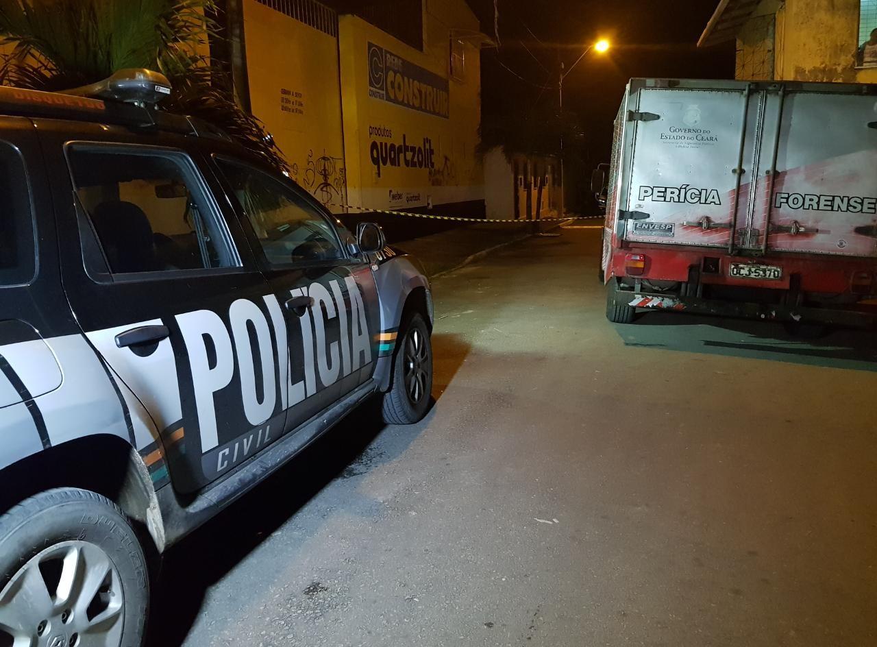 Pedreiro é morto na calçada da residência onde morava, em Fortaleza