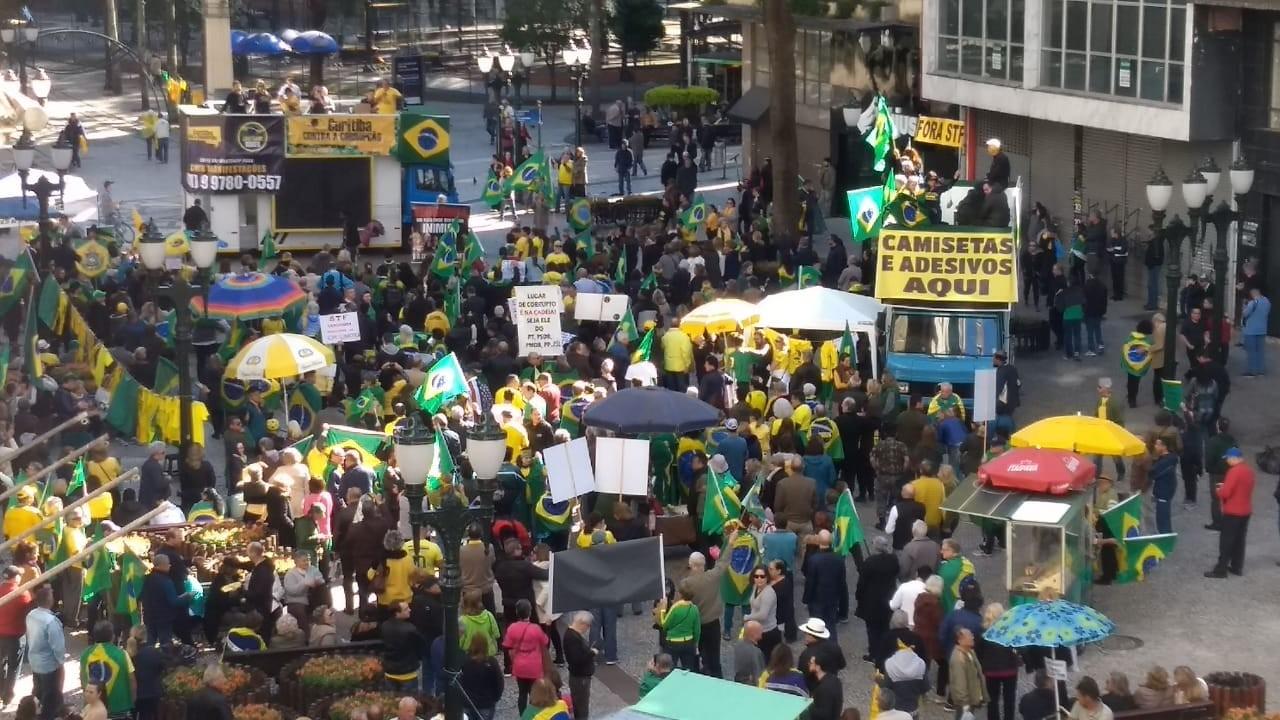Grupos fazem atos no Paraná em defesa do presidente Bolsonaro e contra o STF - Notícias - Plantão Diário