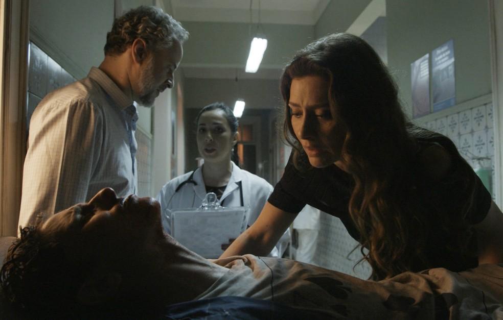 Os pais se preocupam com o estado de saúde do filho  (Foto: TV Globo)