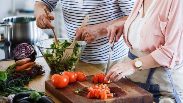 Como o teor de nitrato nos alimentos é extremamente variável, é difícil calcular a quantidade consumida diariamente (Foto: Getty Images via BBC News)