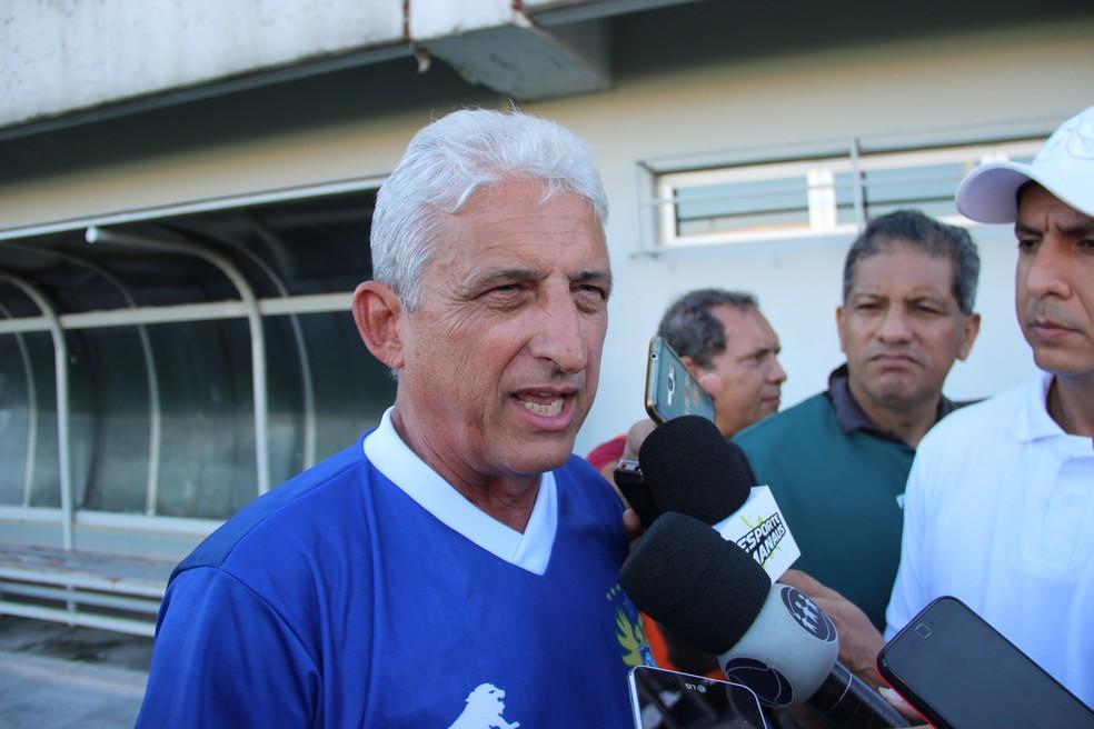 Sinomar Naves, técnico do Nacional-AM (Foto: Marcos Dantas)