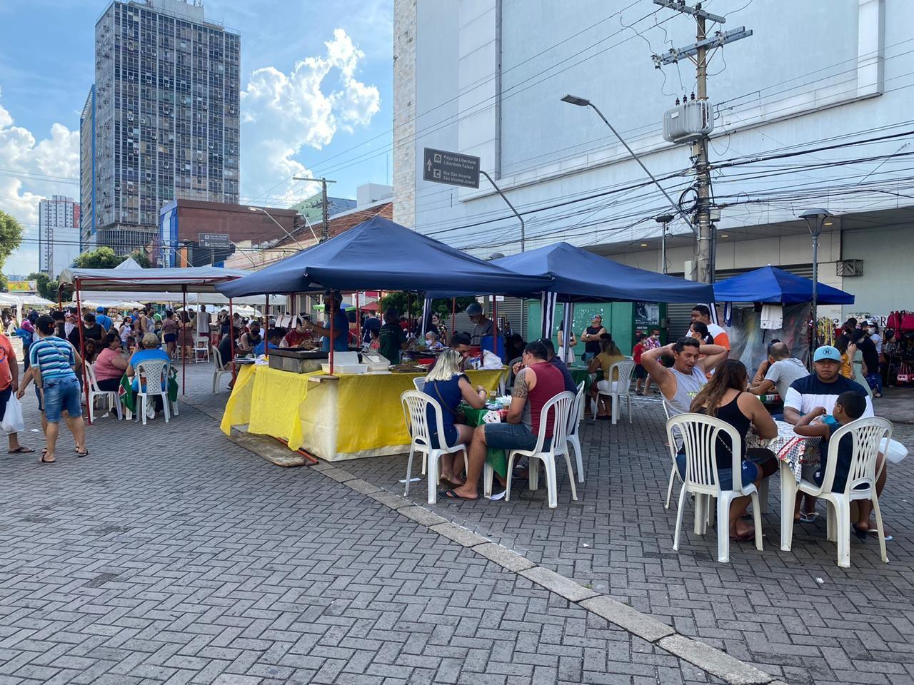 No Centro de Manaus, Feirinha da Eduardo Ribeiro volta com menos feirantes e medidas de prevenção ao coronavírus