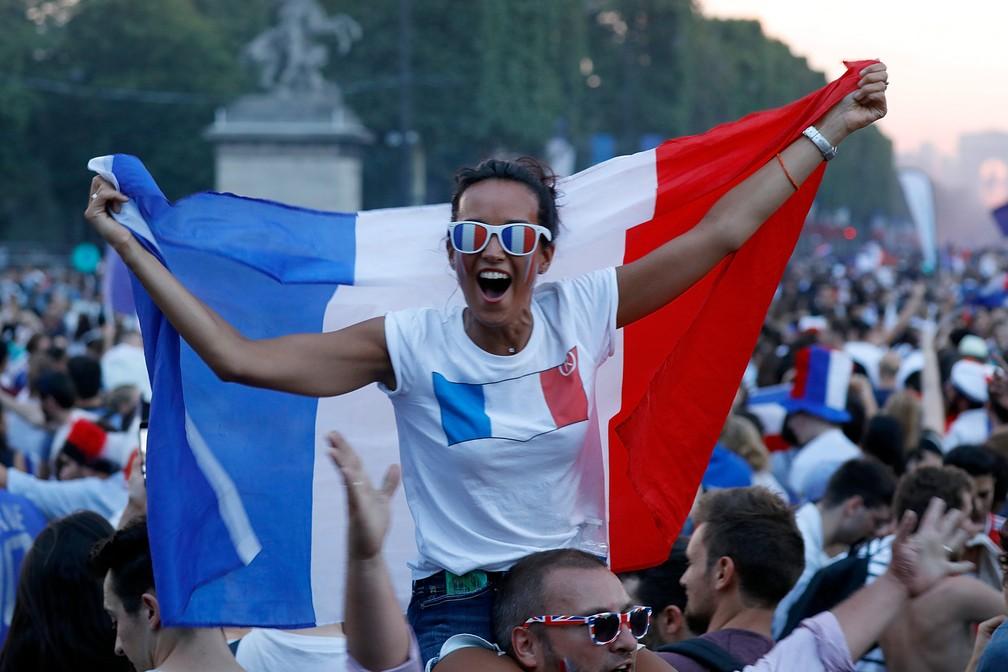 Comemoração na França (Foto: Charles Platiau/Reuters)