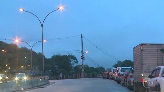 Ladrões com fuzil fazem arrastão em autoestrada do Rio