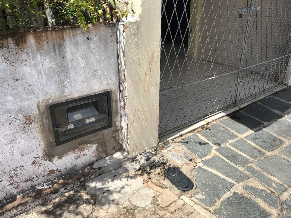 Crime aconteceu na manhã desta quarta (8), na frente da casa da vítima, no bairro de Capim Macio, na Zona Sul de Natal (Foto: Kleber Teixeira/Inter TV Cabugi  )