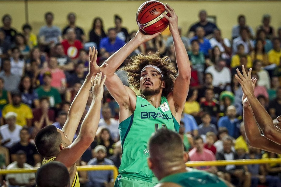 Brasil acorda no segundo tempo, vence a Colômbia e segue 100% nas Eliminatórias