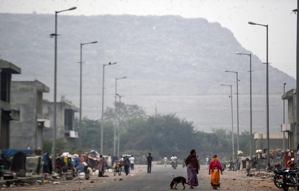 Montanha de lixo de Ghazipur prejudica a saúde dos moradores de Nova Délhi, na Índia. — Foto: Money Sharma/AFP
