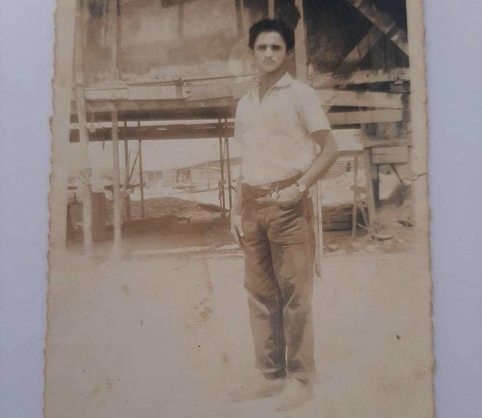 João Evangelista, na década de 60, em Brasília  — Foto: Arquivo pessoal
