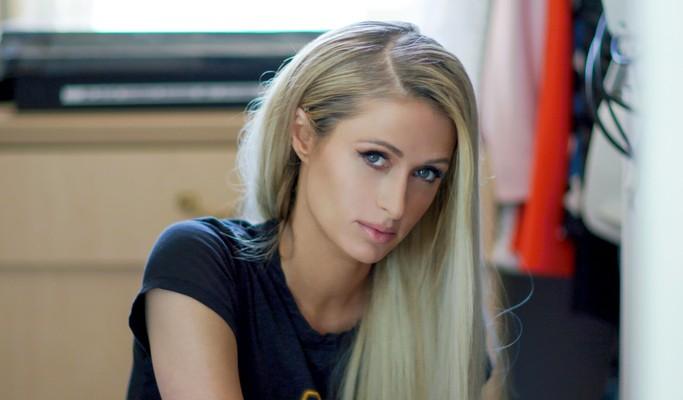 """Paris Hilton quer ser levada a sério: """"Não sou uma loira burra"""""""