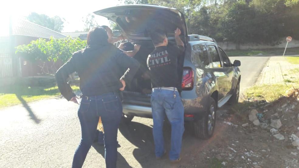 Policiais localizaram o suspeito em Curitiba (Foto: Polícia Civil)