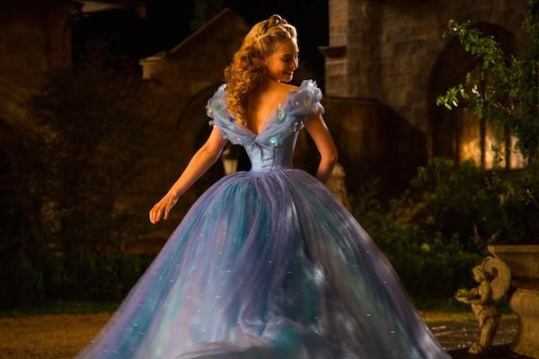 A atriz Lily James em Cinderela (2015) (Foto: Reprodução)
