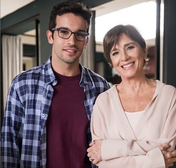 Bruno Bevan e Natália do Vale durante as gravações de 'A dona do pedaço' (Foto: TV Globo)