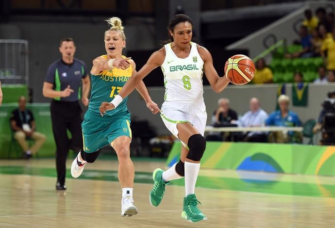 Iziane; basquete feminino; olimpíada 2016 (Foto: Divulgação/FIBA)