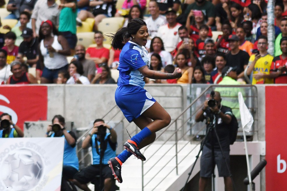 Ludmilla comemora um dos gols marcados no Maracanã — Foto: Alexandre Durão