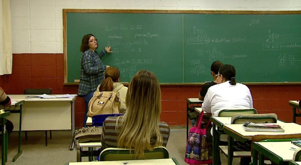-  Alunos frequentam as aulas para prestar prova do Encceja  Foto: Ely Venâncio/EPTV