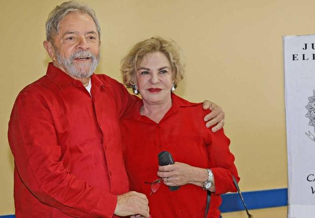 O ex-presidente Luiz Inácio Lula da Silva ao lado da mulher Marisa Letícia em dia de votação (Foto: Ricardo Stuckert/Instituto Lula)