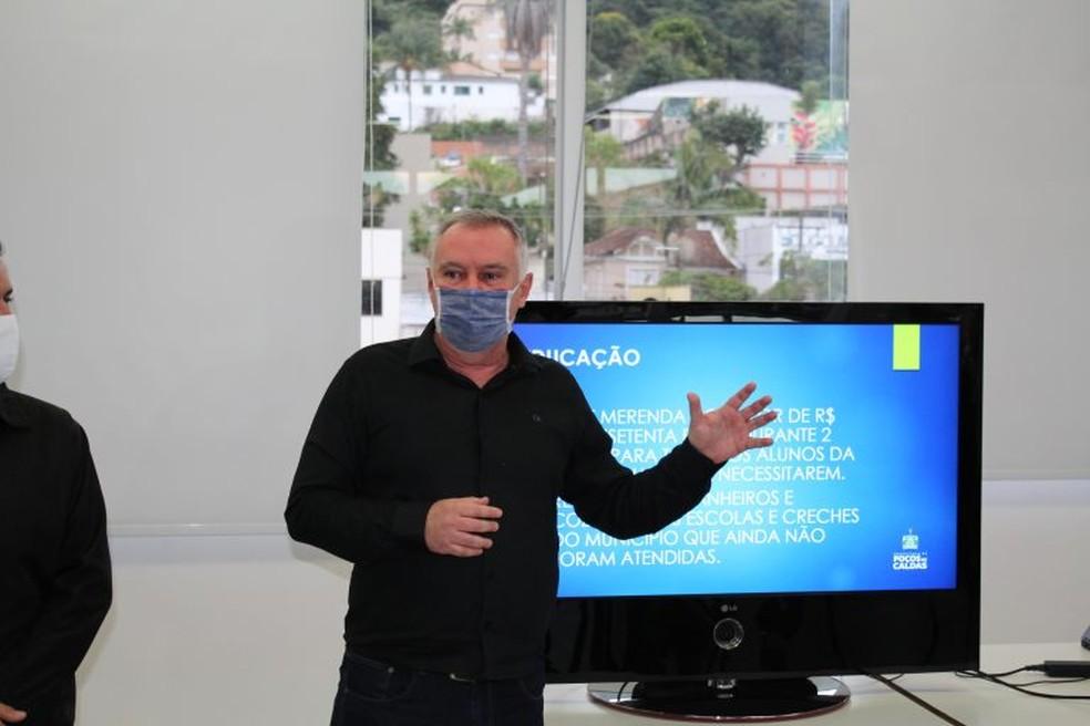 Sérgio Azevedo (PSDB) anuncia Auxílio Emergencial de R$ 300 em Poços de Caldas (MG) — Foto: Divulgação/Prefeitura de Poços de Caldas