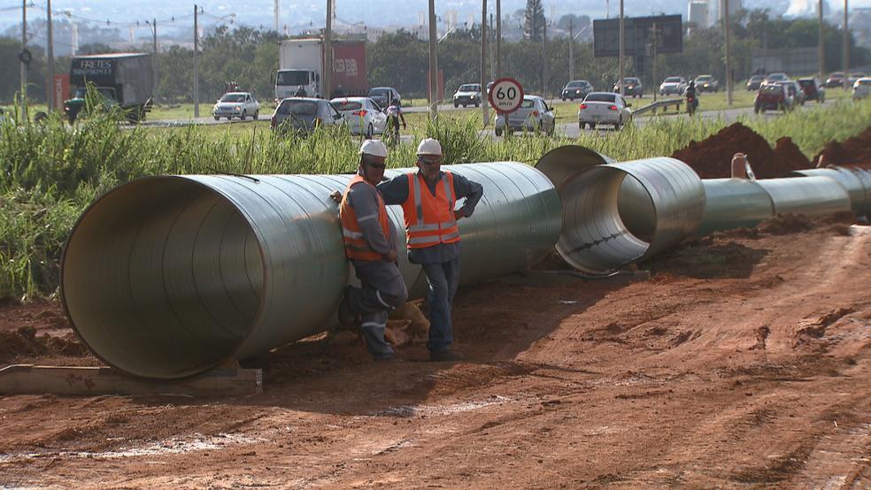 Obras no Sistema Corumbá IV, entre DF e Goiás, em imagem de janeiro (Foto: TV Globo/Reprodução)