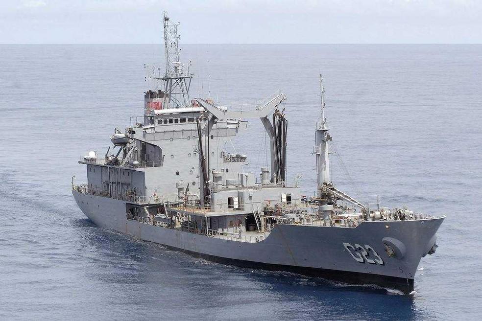 Navio-tanque Almirante Gastão Motta (G23) também está atracado no Porto de Santos, SP (Foto: Divulgação/Capitania dos Portos de São Paulo)
