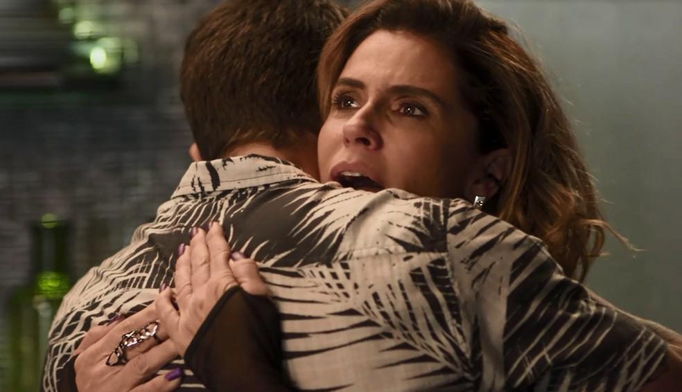 Luzia não segura a emoção durante conversa com Ícaro (Foto: TV Globo)