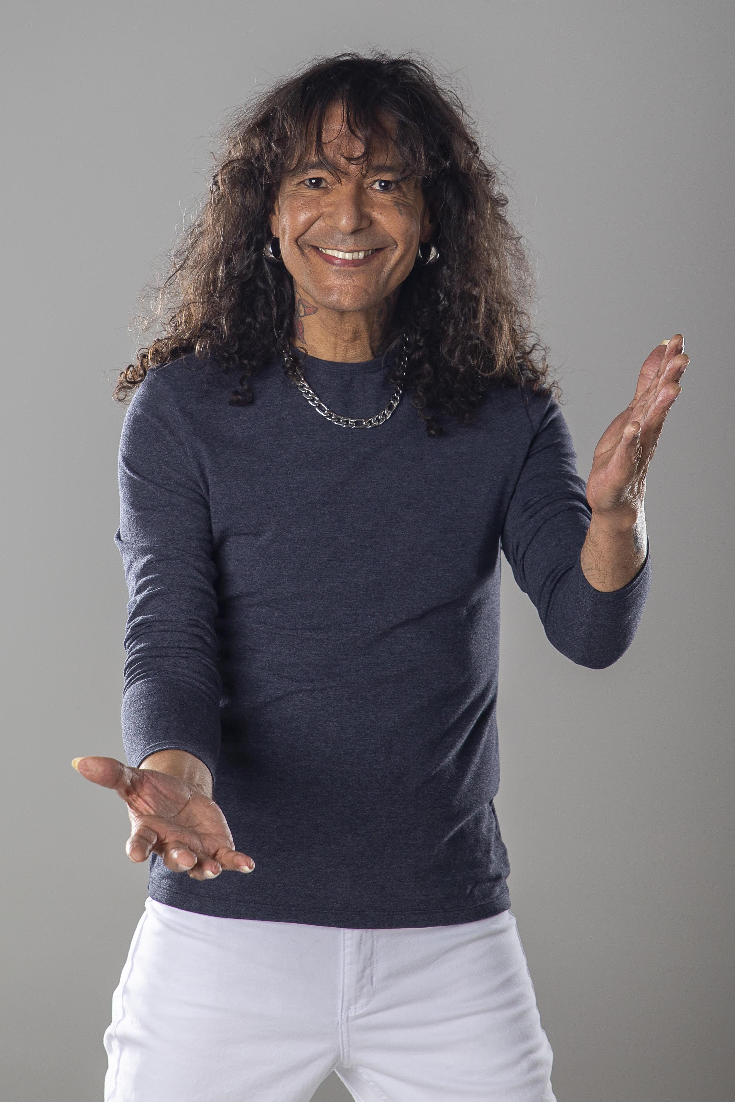 Luiz Caldas canta Cassiano, Fábio Jr. e Roupa Nova em disco de intérprete