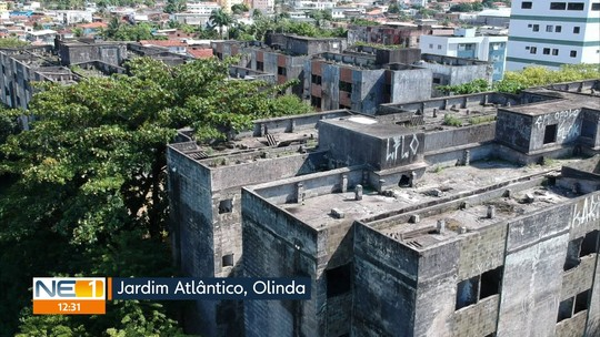 Prédios abandonados há quase 20 anos levam insegurança e riscos para moradores de áreas próximas em Olinda