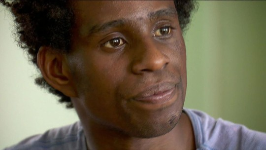 Imagens de câmeras de segurança mostram a perseguição sofrida pelo ator Diogo Cintra