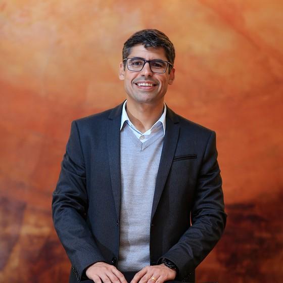 O engenheiro Osmar Neto. Segundo ele, após o mestrado foram duas promoções, um novo emprego e um reajuste de 150% no salário (Foto: EDILSON DANTAS/AGÊNCIA O GLOBO)