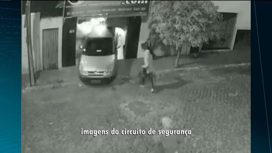 Vídeo mostra grupo em roubo a loja usando carro em marcha ré na Paraíba