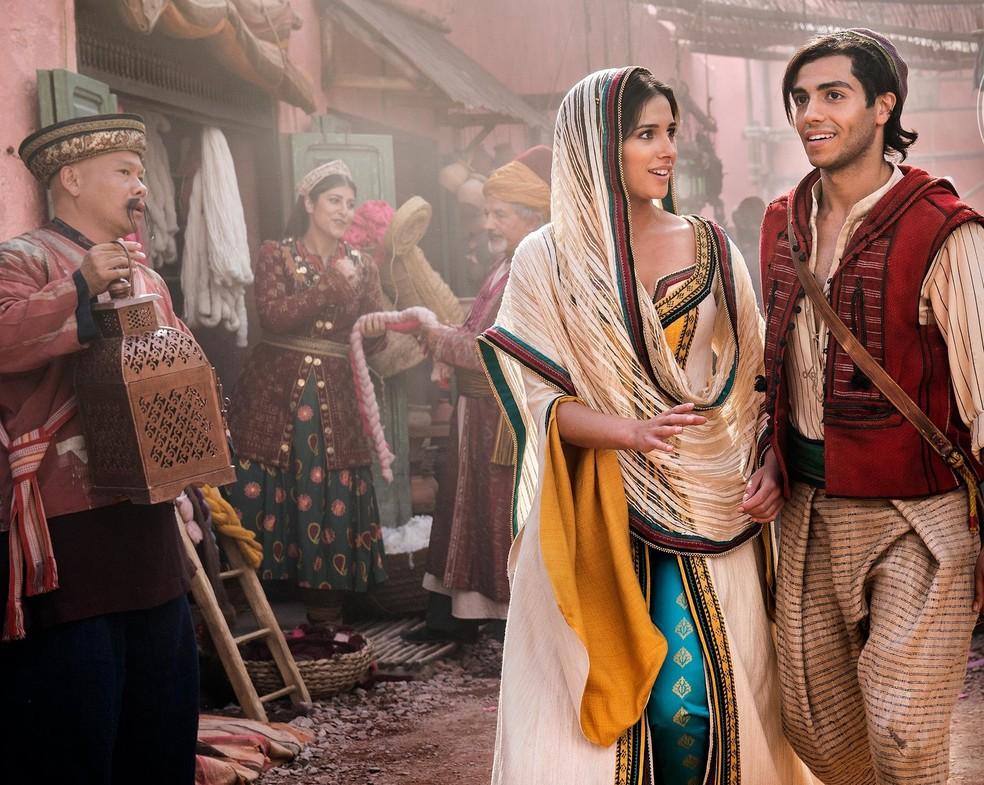 """Primeiras cenas de """"Aladdin"""": Mena Massoud e Naomi Scott são Jasmine e Aladdin — Foto: Entertainment Weekly/Divulgação"""