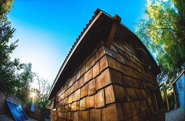 Tiny house de 12m² é feita toda de madeira recuperada (Foto: Divulgação /  Humble and Craft)