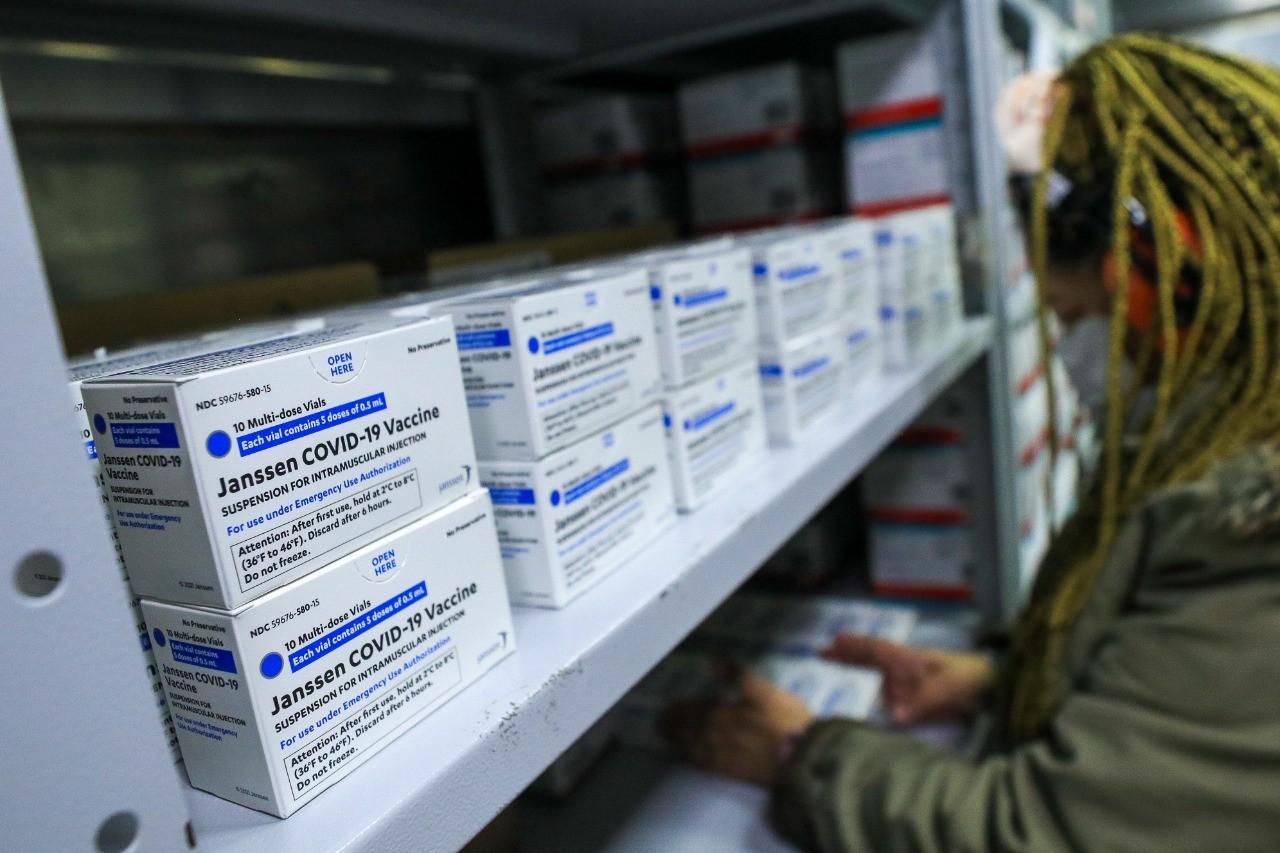 AM recebe 106 mil doses de vacinas, incluindo lote da Janssen