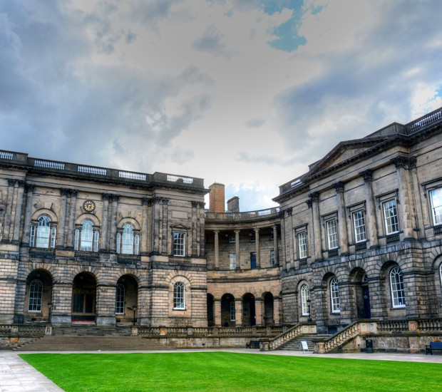 Universidade de Edimburgo, na Escócia (Foto: Thinkstock)