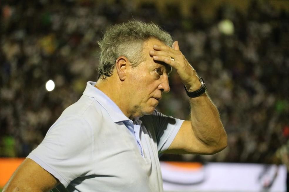 Abel Braga tem sido alvo de críticas e xingamentos  — Foto: Josiel Martins