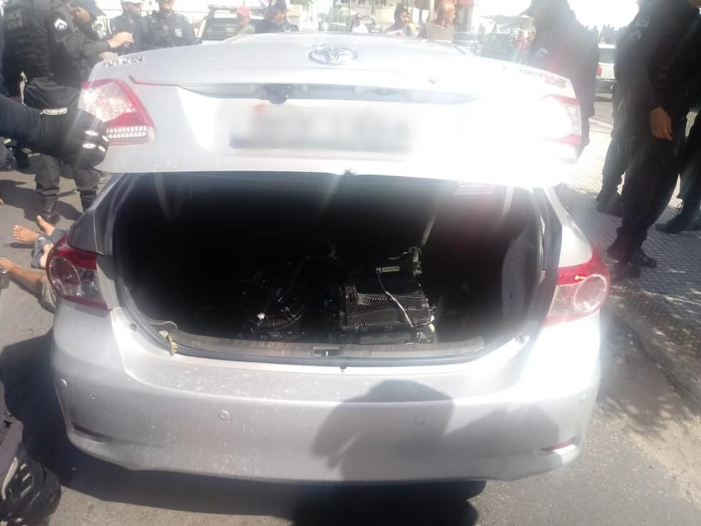 Carro roubado foi recuperado e trio preso  — Foto: PMRN/Divulgação