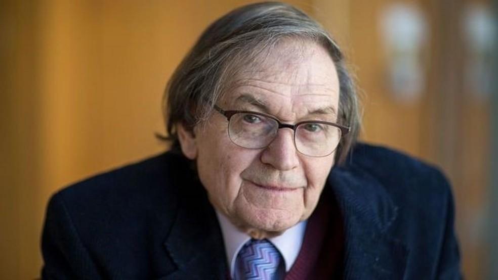 Roger Penrose recebeu o Prêmio Nobel de Física por seu trabalho sobre singularidades — Foto: GETTY IMAGES