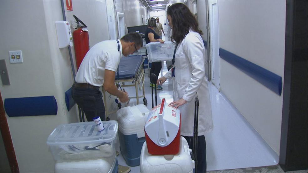 Órgãos foram cuidadosamente transportados em caixas térmicas (Foto: TV TEM/Reprodução)