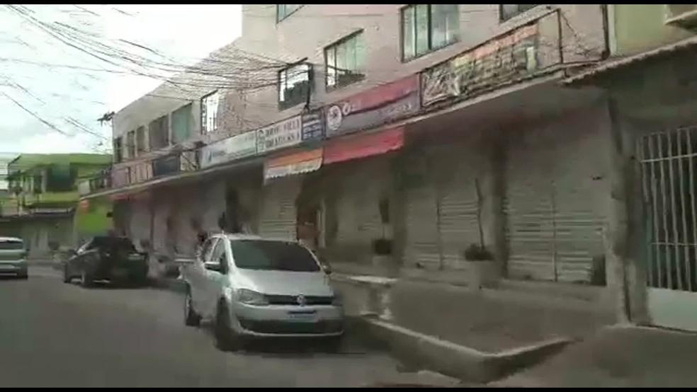 Lojas fechadas em São Gonçalo — Foto: Reprodução/TV Globo