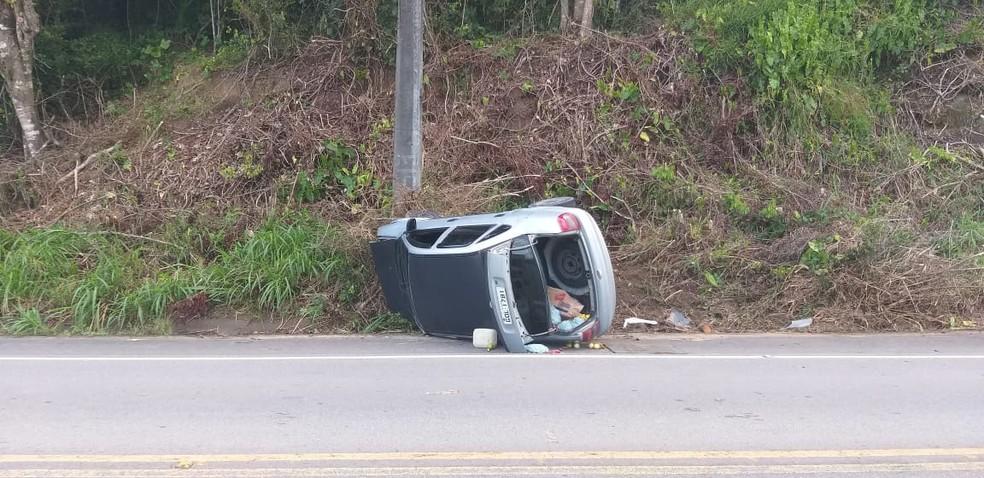 Motorista do Corsa ficou ferido em acidente na AL-101 Norte, em São Luís do Quitunde, Alagoas — Foto: João Gregório/Arquivo pessoal