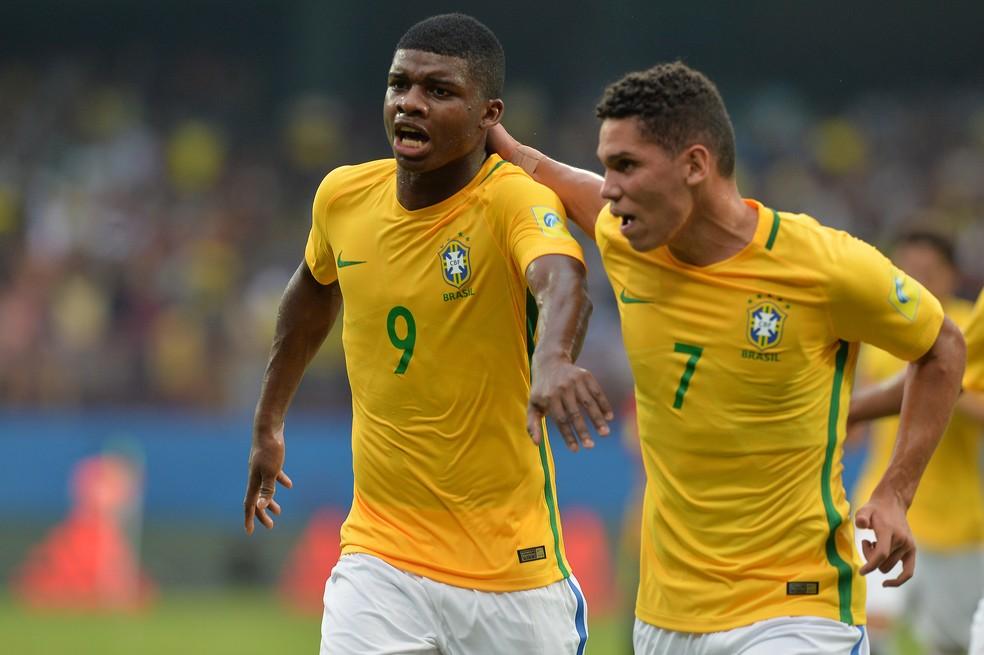 Apesar de fora da briga pelo título, seleção mostrou que Lincoln e Paulinho já são realidade (Foto: AFP)