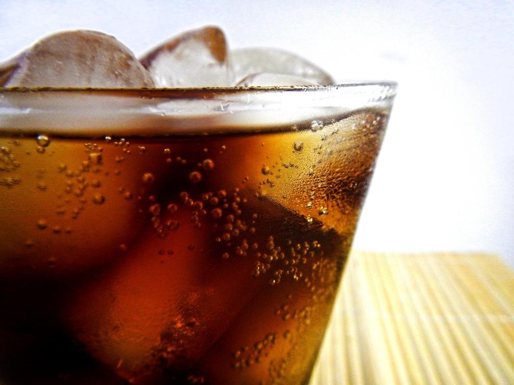 Dos mais de 80 mil adolescentes avaliados, 52,8 mil consomem bebidas açucaradas — Foto: Ernesto Rodriguez/Pixabay