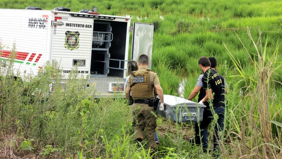 Corpo da vítima foi levado ao IML após ter sido encontrado em Forquilhinha. — Foto: Divulgação/PMSC