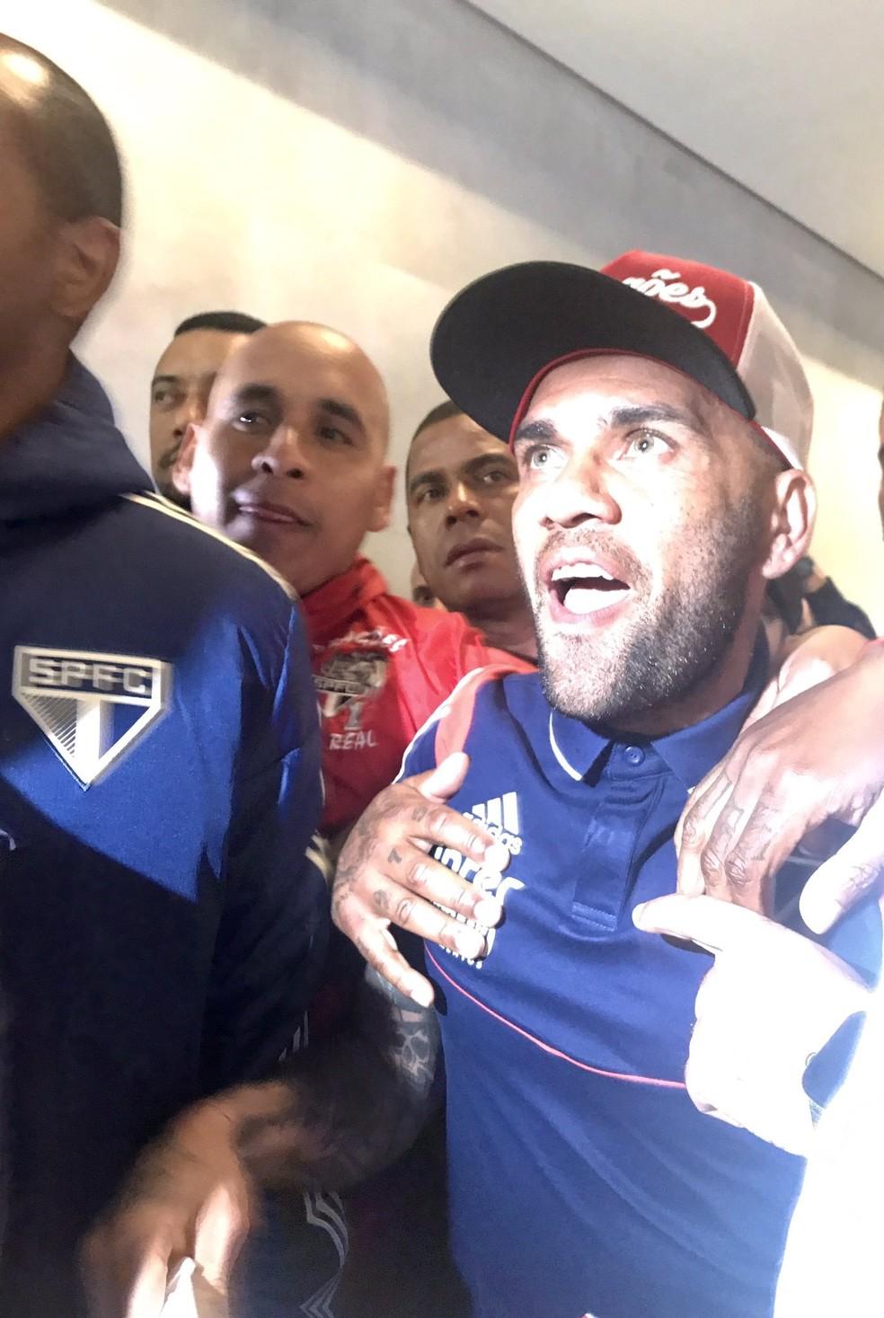 Daniel na chegada ao aeroporto de Congonhas — Foto: São Paulo FC / divulgação